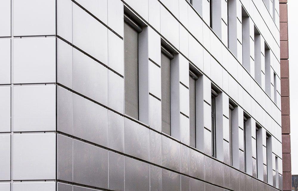 Erhvervsejendom, facadeplader i aluminium og granit